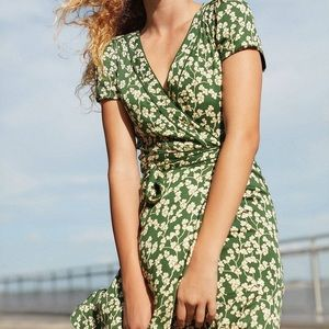 ❤️donating soon❤️Green Urban Outfitters wrap dress